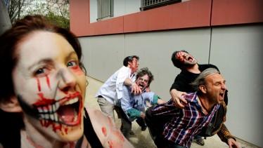 """Genève, le 10 Avril 2012. Zombies en répétition pour préparer """" Don't be Zombies!"""" à Carouge les 27 et 28 avril.Photo: Laurent Guiraud."""